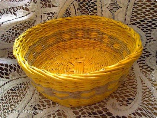 Две шкатулки, украшенные квиллинговыми розочками  с листочками. Плетение: прямой веревочкой крышка, а сами шкатулки ситцевым плетением двумя трубочками. фото 5