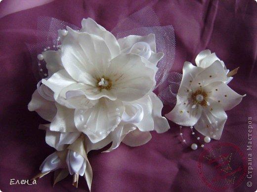 Доброго времени суток))) Это снова я, со своими новыми работами, или одной работой??? цветочков много 1 большой цветок (15х20), 2 средних цветочка размером 10 см, и два маленьких по 8 см. Такие цветочки сделала я в подарок для прекрасного человека и замечательного мастера Оксаночки Рябинкиной))) https://stranamasterov.ru/user/196206 И вот выкладываю на ваш суд, буду рада любым вашим комментариям, ведь пока они на моем столе можно что-то добавить или наоборот убрать, изменить, ведь так хочется, что бы моя хорошая, с гордостью носила мои украшения))))) фото 9