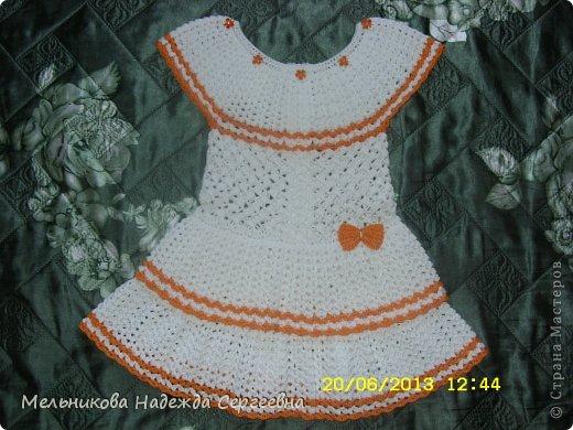 Вот такое летнее платье, получилось для соседской девочки (девочке почти три года). Связанно из мерсеризованного хлопка крючком  2 мм, ушло почти 3 мотка белого хлопка по 50 г (200 м) и не много оранжевого.  фото 1
