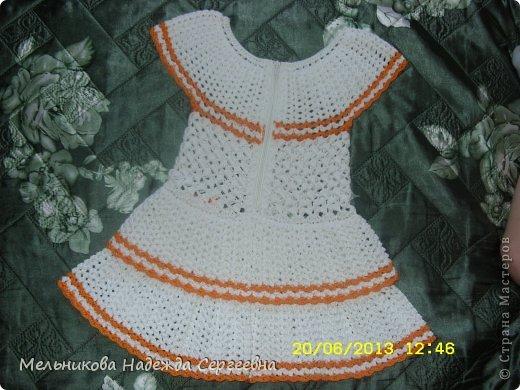 Вот такое летнее платье, получилось для соседской девочки (девочке почти три года). Связанно из мерсеризованного хлопка крючком  2 мм, ушло почти 3 мотка белого хлопка по 50 г (200 м) и не много оранжевого.  фото 2