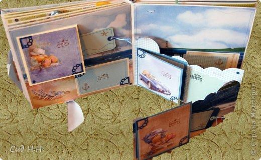Уфффф, можно выдохнуть)) Наконец-то я сдала свой долгострой - альбом для малыша) Проект такого масштаба в моей творческой жизни был впервые - формат альбома 30 х 30, 30 страниц, рассчитан на 153 фото. Мягкая тканевая обложка, переплет по МК Елены Виноградовой.  Очень переживала, понравится ли заказчице...  фото 33
