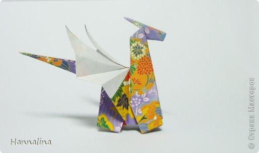 "Эта кусудама была представлена на флешмоб в ЖЖ  ""Кусудамы + цветы"":  Name: Radianta-60 variation & Origami Flowers Designer: Lukasheva Ekaterina (Russia) & Soonboke Smith Folder: Alina Maslova Parts:60+12 Paper's size : 5x5 cm + 14x14 cm Joined with: glue Final height: ~ 9-10cm  Diagram:http://www.kusudama.me/origami/Radianta#rad2  Flowers: Book ""Origami Flowers"" by Soonboke Smith / Книга Санбук Смит ""Цветы Оригами"" фото 17"
