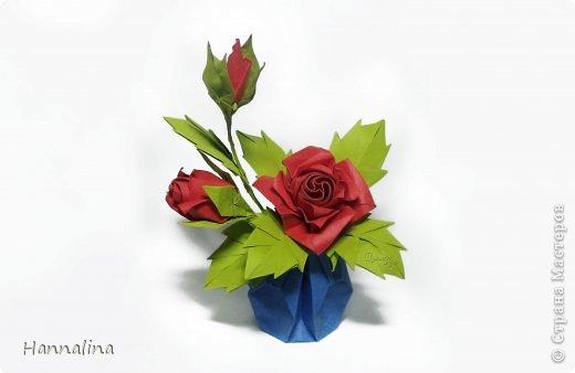 "Эта кусудама была представлена на флешмоб в ЖЖ  ""Кусудамы + цветы"":  Name: Radianta-60 variation & Origami Flowers Designer: Lukasheva Ekaterina (Russia) & Soonboke Smith Folder: Alina Maslova Parts:60+12 Paper's size : 5x5 cm + 14x14 cm Joined with: glue Final height: ~ 9-10cm  Diagram:http://www.kusudama.me/origami/Radianta#rad2  Flowers: Book ""Origami Flowers"" by Soonboke Smith / Книга Санбук Смит ""Цветы Оригами"" фото 12"