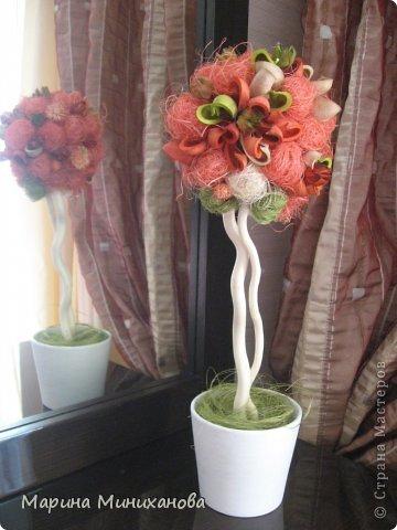Добрый день! Это дерево - подарок сестре на день рождения. Топиарий выполнен из ароматических саше и сизаля.