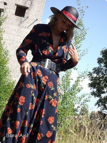 Еще одно платье сшитое, ну очень давно, году в 2002. Но ношу до сих пор с большим удовольствием. Как всегда влюбилась в ткань. Так как рисунок красив сам по себе, решила платье должно быть без всяких излишеств.   фото 3