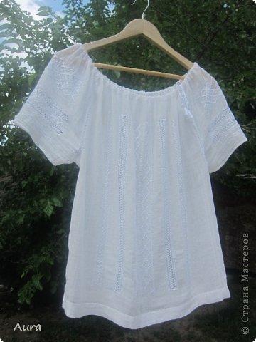 Давно мечтала о такой блузке  и вот, наконец, нашла время и вышила:)) Это традиционная блузка, часть народного костюма. Нет ни одного машинного стежка и ни одного узла:) Ткань - истонченный лён, вышивала нитью DMC B5200 и S5200. фото 1
