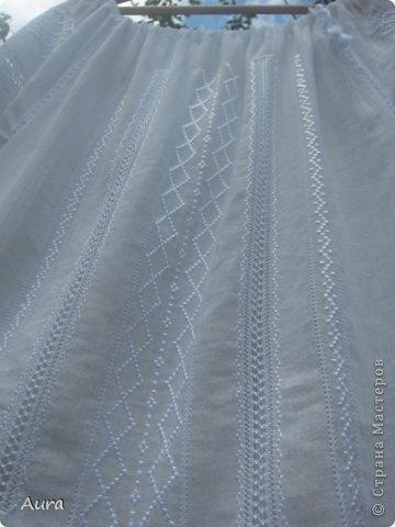 Давно мечтала о такой блузке  и вот, наконец, нашла время и вышила:)) Это традиционная блузка, часть народного костюма. Нет ни одного машинного стежка и ни одного узла:) Ткань - истонченный лён, вышивала нитью DMC B5200 и S5200. фото 2