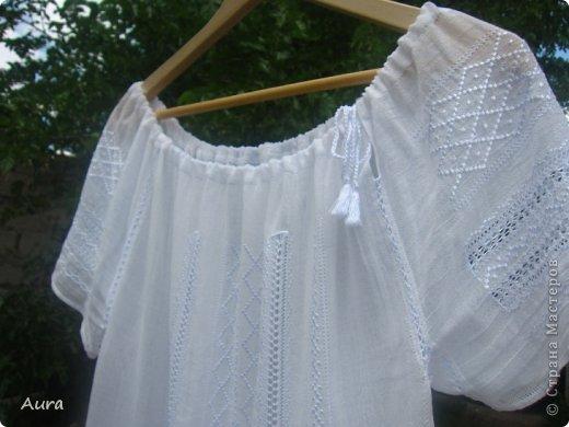 Давно мечтала о такой блузке  и вот, наконец, нашла время и вышила:)) Это традиционная блузка, часть народного костюма. Нет ни одного машинного стежка и ни одного узла:) Ткань - истонченный лён, вышивала нитью DMC B5200 и S5200. фото 6