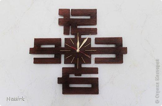 Я не принимаю всю славу - идея не моя. Я нашла идею на портала VK и часы были сделаны Веры Потаева. Но мне очень понравилась идея и я хотела тоже такую сделать. Часы идут для подарка. Это было трудно, но я действительно горжусь себе. Длина 44см, высота 39см. Я склеена два толстых картона.  Надеюсь, вам понравится эта форма часы тоже. фото 1