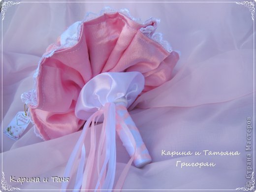 Здравствуйте Всем!!!Сегодня хочу Вам представит наше с мамой творение!!!Мама вязала розочки и шила юбочку,а я оформляла.  фото 8