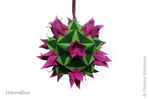 "Эта кусудама была представлена на флешмоб в ЖЖ  ""Кусудамы + цветы"":  Name: Radianta-60 variation & Origami Flowers Designer: Lukasheva Ekaterina (Russia) & Soonboke Smith Folder: Alina Maslova Parts:60+12 Paper's size : 5x5 cm + 14x14 cm Joined with: glue Final height: ~ 9-10cm  Diagram:http://www.kusudama.me/origami/Radianta#rad2  Flowers: Book ""Origami Flowers"" by Soonboke Smith / Книга Санбук Смит ""Цветы Оригами"" фото 14"