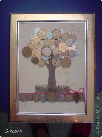 Все очень просто, рама без стекла15х20, фон, деревце из бумаги, и монеты разной величины, страны и номинала -  остальное Ваша фантазия. фото 1