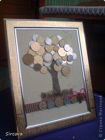 Все очень просто, рама без стекла15х20, фон, деревце из бумаги, и монеты разной величины, страны и номинала -  остальное Ваша фантазия. фото 2