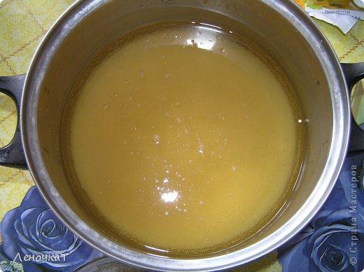 """Гуляя  по просторам  интернета , мы  наткнулись  на  рецепт  мармелада из  лимонада.  У Леськи  глаза   загорелись:""""Мам,  а  давай попробуем  сделать!"""" На  том  и порешили! За одно   и  рецепт   проверили! И  так, нам  потребуется: 0,5 литра настоящего лимонада(мы  брали  грушевый), 50 г желатина, 1 кг сахара, 2 ч. л. лимонной кислоты (можно  меньше, но  слишком   притарно). 1 капля фруктовой (например, апельсиновой) эссенции. фото 3"""