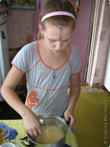 """Гуляя  по просторам  интернета , мы  наткнулись  на  рецепт  мармелада из  лимонада.  У Леськи  глаза   загорелись:""""Мам,  а  давай попробуем  сделать!"""" На  том  и порешили! За одно   и  рецепт   проверили! И  так, нам  потребуется: 0,5 литра настоящего лимонада(мы  брали  грушевый), 50 г желатина, 1 кг сахара, 2 ч. л. лимонной кислоты (можно  меньше, но  слишком   притарно). 1 капля фруктовой (например, апельсиновой) эссенции. фото 9"""