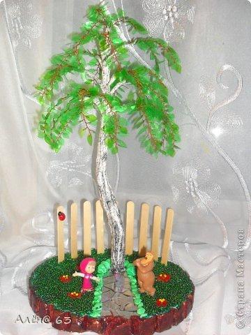 """На конкурс """"Чистый мир детям"""" решила сделать поделку. Ну а так, как я занимаюсь бисерными деревьями, идея моментально пришла в голову-сделать дерево, только вместо бисера использовать пластиковую бутылку. Времени катастрофически не хватало-сессия, гости из Германии, день рождения (и все в одно время). НО!!! Мы так легко не сдаемся!!! Во время лекции плела березу, в то время, когда гости сидели за столом и пили за мой день рождения, я гипсовала ствол (тут же, за столом, в уголочке), ну а когда делали ремонт к приезду гостей до часу ночи, и все падали без сил, я еще часик уделяла этому творению, и красила его. Понимаю-это болезнь, и так нельзя, но ничего не могу поделать-руки чешутся! фото 1"""