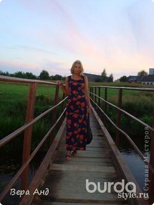 Еще одно платье сшитое, ну очень давно, году в 2002. Но ношу до сих пор с большим удовольствием. Как всегда влюбилась в ткань. Так как рисунок красив сам по себе, решила платье должно быть без всяких излишеств.   фото 2