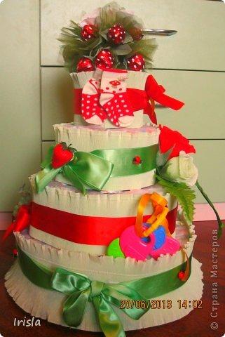 Здравствуйте, жители страны! У меня родила подруга!!! На выписку я сделала вот такой тортик из памперсов. На такой торт ушло 104 памперса. фото 1