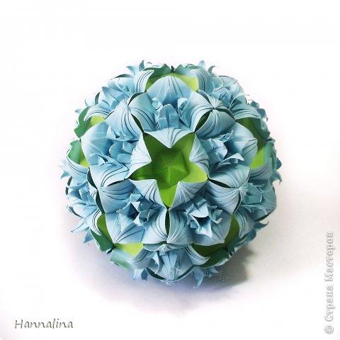 "Эта кусудама была представлена на флешмоб в ЖЖ  ""Кусудамы + цветы"":  Name: Radianta-60 variation & Origami Flowers Designer: Lukasheva Ekaterina (Russia) & Soonboke Smith Folder: Alina Maslova Parts:60+12 Paper's size : 5x5 cm + 14x14 cm Joined with: glue Final height: ~ 9-10cm  Diagram:http://www.kusudama.me/origami/Radianta#rad2  Flowers: Book ""Origami Flowers"" by Soonboke Smith / Книга Санбук Смит ""Цветы Оригами"" фото 6"