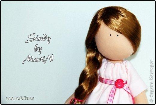 Синди очень романтичная девочка. Любит мечтать и сочинять стихи и разные сказки для малышей. Вдохновляет на творчество ее друг - птенец Мимиль, с которым она не разлучна. фото 2
