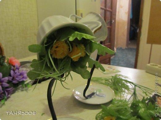 Чашка из которой льются цветы фото