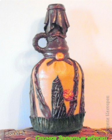 """Бутылка """"Золотые яблоки"""". Раньше я поставила другое фото (см. следующее), но потом решила бутылочку немного обновить. Уменьшила яблочки, сделала ветку более четкой, листья более яркими. В общем, подрисовала в меру своих способностей))) фото 3"""