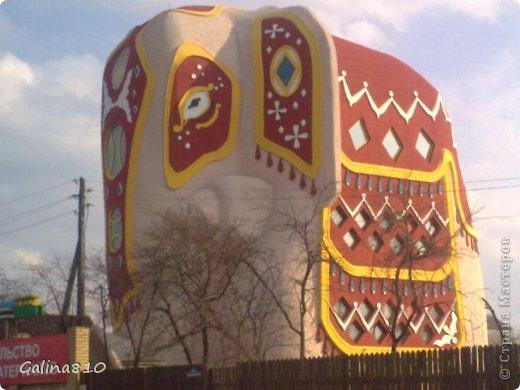 Вот такой необычный дом находится в Московской области, если ехать по Новорязанскому шоссе. фото 1