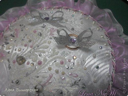 Здравствуйте, дорогие Мастерицы!))Сегодня у меня солянка из свит-дизайна и свадебного.Сначала большая корзина.В ней 65 розочек с рафаэлло. Заказала племянница, на юбилей тёте ( 65- лет, 65- роз!) фото 17
