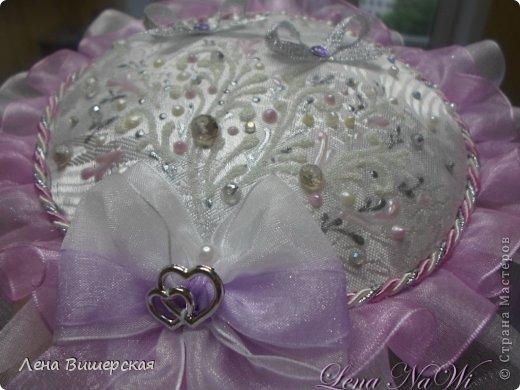 Здравствуйте, дорогие Мастерицы!))Сегодня у меня солянка из свит-дизайна и свадебного.Сначала большая корзина.В ней 65 розочек с рафаэлло. Заказала племянница, на юбилей тёте ( 65- лет, 65- роз!) фото 18
