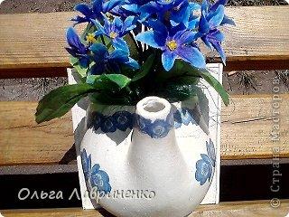 Это пол-чайника(панно-подставка для цветов) Фотографировала на улице(еле вспомнила что нужно сфотать) Здесь  хотя-бы видно объем.
