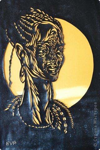 Очень понравилась африканская девушка. Всегда вырезаю сразу две картинки, одну покрасила чёрной акриловой глянцевой (отсюда блеск) краской. фото 1