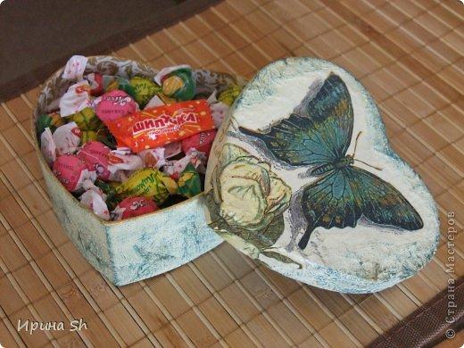 Эти картонные коробочки сделаны специально для девочки 9-ти лет. В работе использовалась мятая туалетная бумага, салфетки для декупажа, акриловые краски и матовый акриловый лак. фото 5