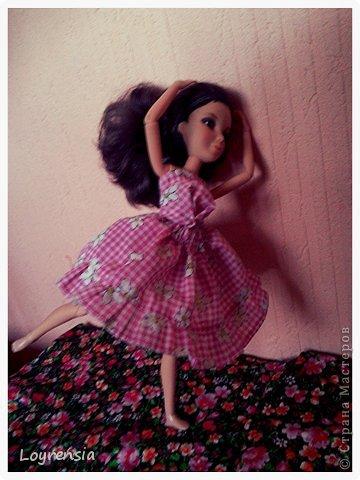 Я уже писала что моих девочек ждет поездка на дачу! Вот это платье я шила с пяти до 10 ч. ночи только юбка 4 часа ( другой час я переделывала фасон) О платье: каждый раз хочу сделать слитное платье,но получается- отдельно топ, отдельно юбка! юбка на резинке!(Ох, и намучилась я с ней!) топик- с верху на резинки,сшит в ручную! фото 2