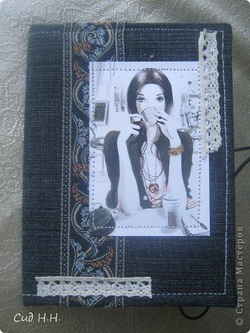 Всем доброго времени суток)) Наконец-то выдалось несколько свободных дней и сделала несколько обложек для паспорта)) Первые две немного винтажные, использована джинса с цветочным принтом и обожаемая мною бумага Графики 45)  Первый вариант: фото 3