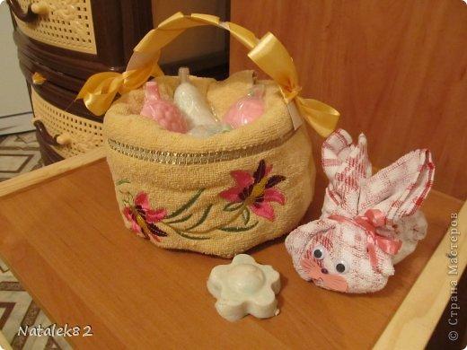 корзинка из полотенца с мылом и зайчик фото 1