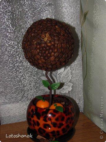 """Мое самое """"долгое"""" дерево. Просили ОРАНЖЕВОЕ кофейное деревце еще на прошлый новый год (благо подружка особо не торопила), а в итоге сделала ко дню рождения (апрель 2013). Очень долго при этом искала оранжевый декор:)))  фото 2"""