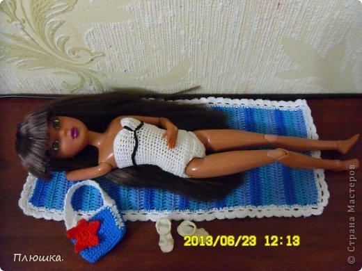 Здравствуйте Страна Мастеров! Хочу показать вам одежду для Леры (так зовут мою куколку).  №1.Купальник! А так же парео, пляжная сумочка и коврик (и если вы заметили, то у неё новый парик!) фото 6