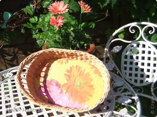Привет дорогие жители любимой Страны  и гости моей страницы !!! Опять я с плетёнками- в первый раз плела крашенными трубочками- а красила тем, что нашла дома, краска для наружных  деревянный поверхностей ( красили забор)...вроде-бы получилось... фото 3