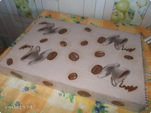 """Поднос в подарок любимой тётушке. Использовала готовую  деревянную заготовку, два вида салфеток, кракелюрную пару, много слоев лака,  а также  много стирания  и смывания, т.к несколько раз переделывала """"заново"""". фото 2"""