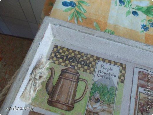 """Поднос в подарок любимой тётушке. Использовала готовую  деревянную заготовку, два вида салфеток, кракелюрную пару, много слоев лака,  а также  много стирания  и смывания, т.к несколько раз переделывала """"заново"""". фото 3"""
