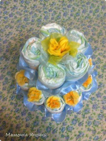 Этот тортик - подарок подруге всвязи с рождением сыночка. За такую работу взялась впервые, хотя попробовать хотелось давно. Сделан торт на скорую руку, поэтому украшений маловато, пришлось импровизировать. фото 2