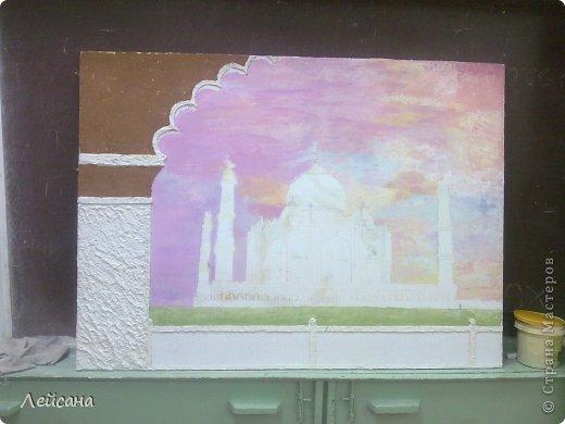 Моя первая фреска. Подарок родителям в зал, для поддержки восточного стиля. Длина фрески-120см. Извиняюсь за качество фото. Цвета в реальности немного другие... Но на этом фото видна перламутровая фактура неба, которая при разных ракурсах и освещениях играет разными цветами. Небо красками не рисовала, а рисовала декоративной штукатуркой-очень сложная техника... фото 6