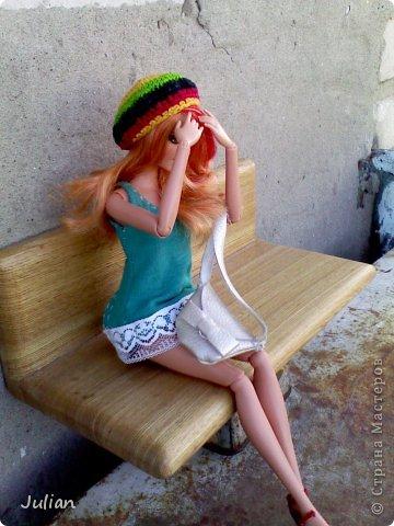 https://stranamasterov.ru/node/595469?c=new начало)) Саммер сидела на лавочке, бессонная ночь давала о себе знать- ноги гудели, а в ушах до сих пор доносилось БАМ-БАМ-БАМ,  но в этом и заключается вся прелесть рок-концертов.... -Ну почему в этом ларьке из съедобного продаются только мюсли?!- задала она вопрос сама себе- хорошо что хоть кофе на вынос есть.... фото 19
