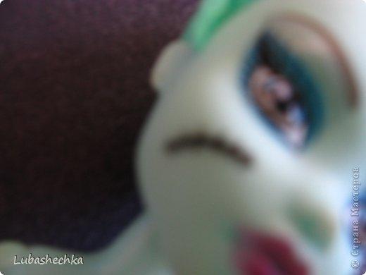"""Сразу извините за качество,не знаю что с камерой. Привет,привет!Сегодня я расскажу про подделку Монстер Хай  С 8 марта до 23 июня  я думала что это подделка на Френки Штейн.Но мне сказали что это Лагуна Блю. Я решила """"перезагрузить""""куклу. фото 2"""