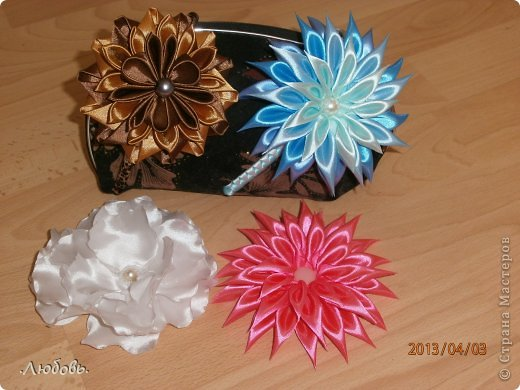 Увлеклась изготовлением цветов из атласных лент. Хочу показать некоторые свои работы. фото 4