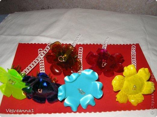 Мастер-класс Вырезание Веселые цветочки  для сына и для дочки Бутылки пластиковые фото 7