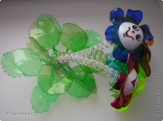 Мастер-класс Вырезание Веселые цветочки  для сына и для дочки Бутылки пластиковые фото 12