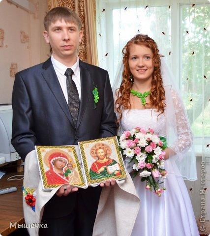 """Ну вот! Наконец-то добрались мои руки выложить фото-репортаж с моей Клеверной свадьбы. Давно я хотела это сделать, но вот как-то так.... В общем """"Я ВЫШЛА ЗАМУЖ!"""" Предупреждаю сразу очень много фотографий.  С моим будущим мужем мы жили некоторое время до свадьбы вместе. И когда решился вопрос со свадьбой, мы подумали и решили что не будем обрамлять кошельки родителей и будем гулять за собственные деньги. А у меня студентки на дневном и любимого-заочника денег много не появится - решили экономить и делать все своими руками.   фото 4"""
