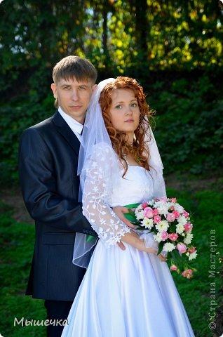 """Ну вот! Наконец-то добрались мои руки выложить фото-репортаж с моей Клеверной свадьбы. Давно я хотела это сделать, но вот как-то так.... В общем """"Я ВЫШЛА ЗАМУЖ!"""" Предупреждаю сразу очень много фотографий.  С моим будущим мужем мы жили некоторое время до свадьбы вместе. И когда решился вопрос со свадьбой, мы подумали и решили что не будем обрамлять кошельки родителей и будем гулять за собственные деньги. А у меня студентки на дневном и любимого-заочника денег много не появится - решили экономить и делать все своими руками.   фото 5"""