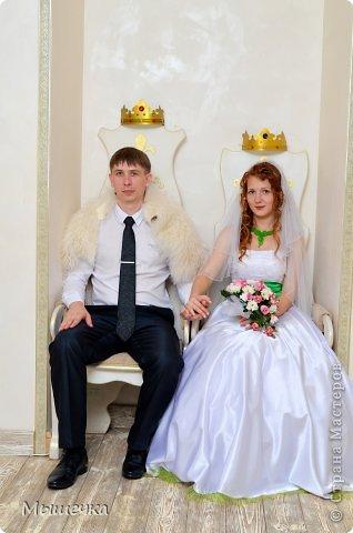 """Ну вот! Наконец-то добрались мои руки выложить фото-репортаж с моей Клеверной свадьбы. Давно я хотела это сделать, но вот как-то так.... В общем """"Я ВЫШЛА ЗАМУЖ!"""" Предупреждаю сразу очень много фотографий.  С моим будущим мужем мы жили некоторое время до свадьбы вместе. И когда решился вопрос со свадьбой, мы подумали и решили что не будем обрамлять кошельки родителей и будем гулять за собственные деньги. А у меня студентки на дневном и любимого-заочника денег много не появится - решили экономить и делать все своими руками.   фото 11"""